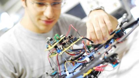 Đặc điểm nhân sự ngành Điện - Điện tử